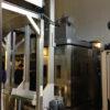 VEGA tunnelpesumasina väljalaadimise poolel asuv Smart Press RP 50_43 ja konveierlift pesutableti kuivatitesse viimiseks