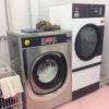 IPSO IY105 pesumasin-tsentrifuug ja DR25 kuivatustrummel täiendamas keemilise puhastuse masinat